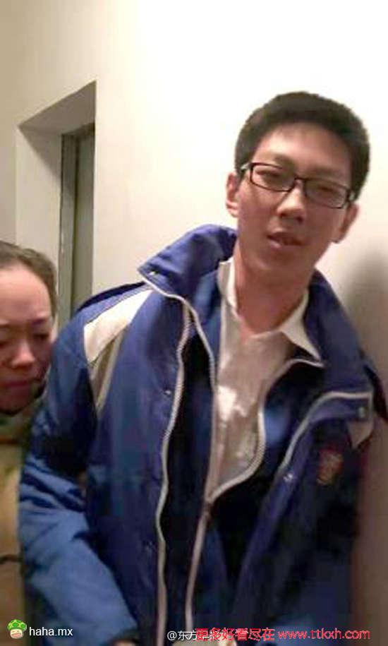 初三男生被困电梯5小时,淡定递纸条求救还在电梯写完作业